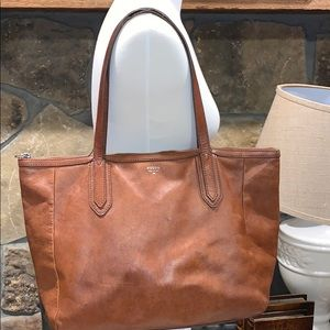 FOSSIL LEATHER BAG 💼 MIDIUM SIZE COLOR BROWN.